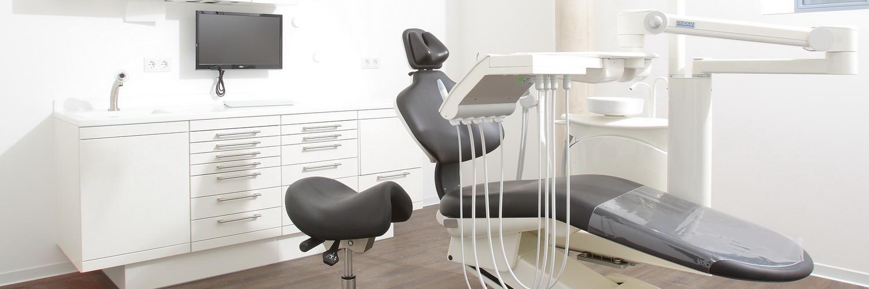 Fachpraxis für Oralchirurgie Dr. Held Emmendingen Behandlungsraum